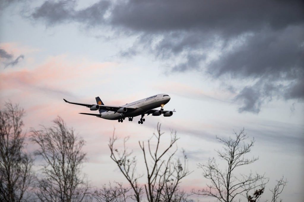 Transport lotniczy – szybki, ale drogi